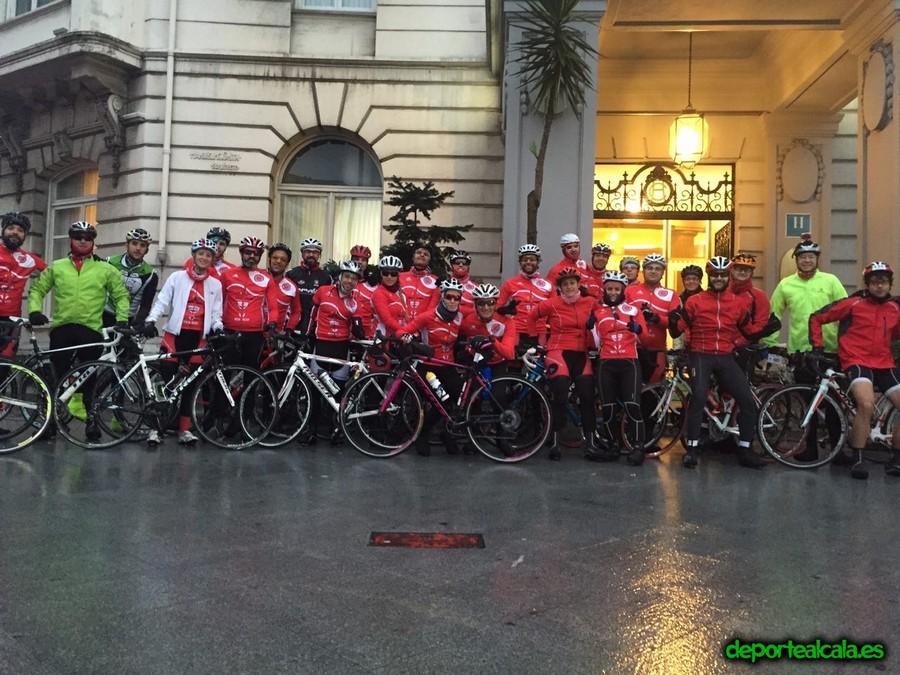 40 triatletas del Complutum participan en la Clásica Cicloturista Internacional Bilbaobilbao 2015