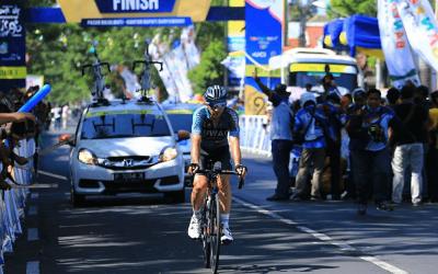 Davide Rebellin, del EC Kuwait-Cartucho, gana con 46 años en una etapa ciclista profesional