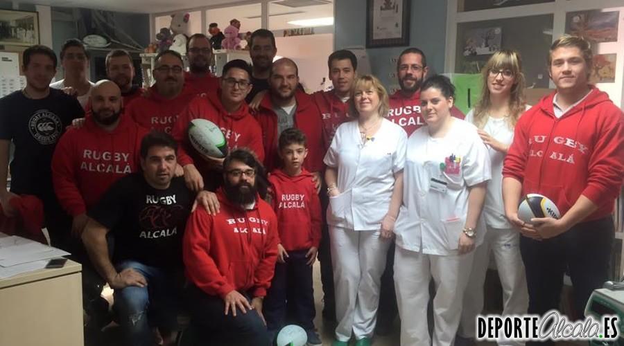 El Rugby Alcalá visita a los niños del hospital Príncipe de Asturias